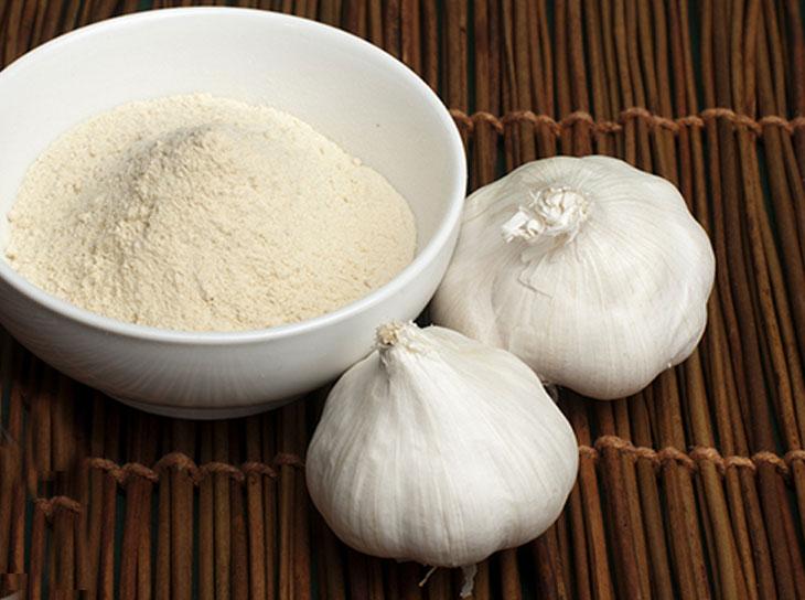 طرز تهیه پودر سیر خانگی بهداشتی و سالم برای طعم دادن غذاها