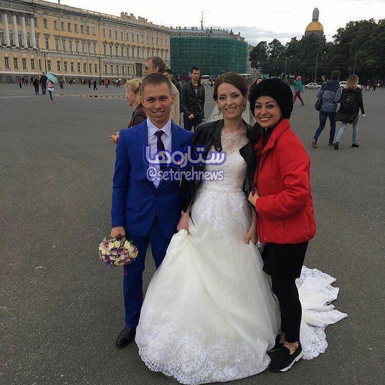نفیسه روشن در کنار عروس و داماد روسى