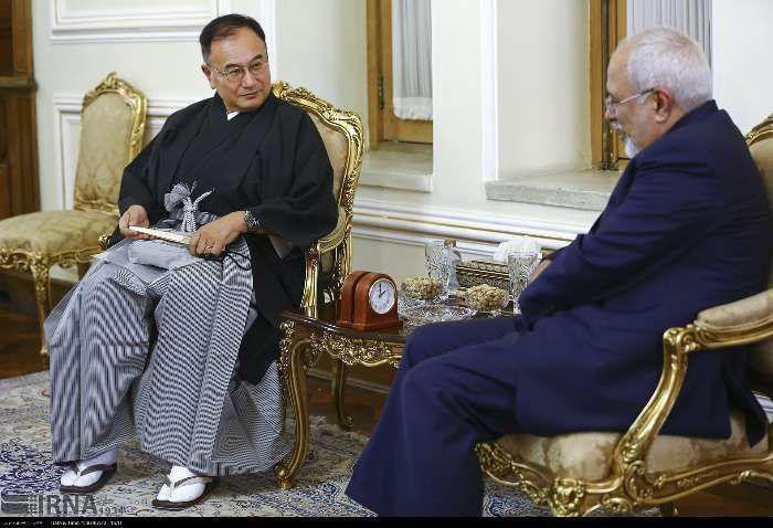 لباس عجیب سفیر جدید ژاپن در دیدار با ظریف/عکس