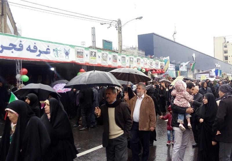راهپیمایی مردم تهران زیر بارش شدید باران