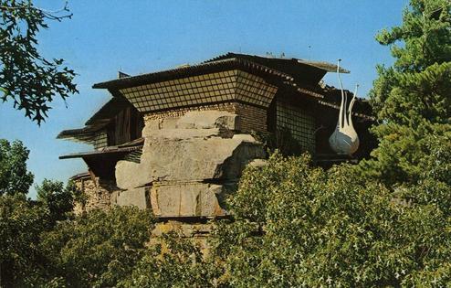 خانهای عجیب در صخره جاذبه گردشگری شد! +عکس
