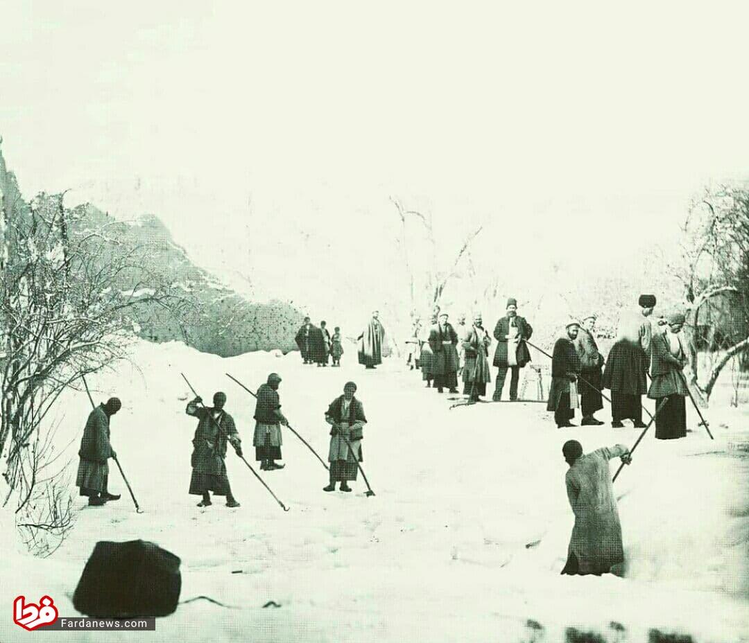 برداشت یخ از یخچالهای طبیعی در دوره قاجار