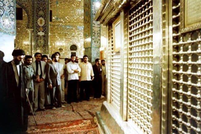 هبر انقلاب در حرم حضرت زینب