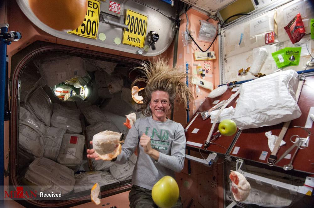 غذا خوردن در فضا