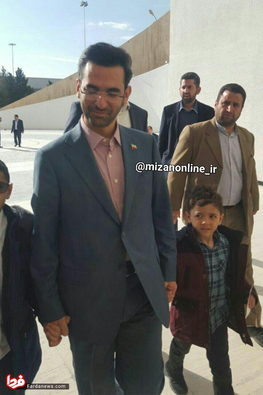 وزیر ارتباطات هم تماشاگر دربی در آزادی شد +عکس