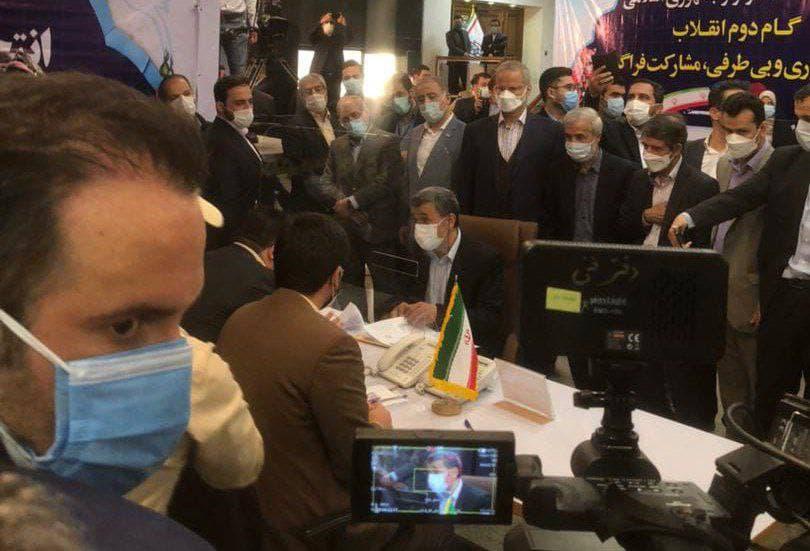 لحظه ثبت نام احمدینژاد