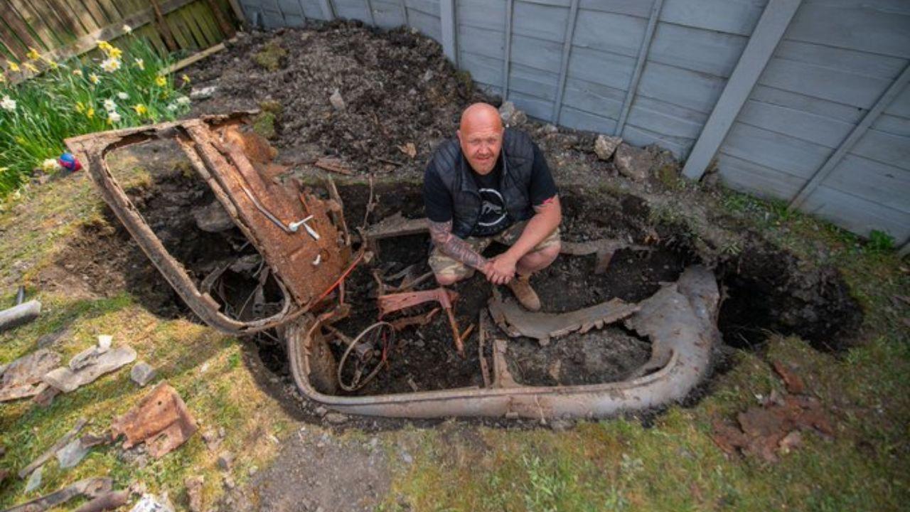 مرد انگلیسی در قرنطینه یک ماشین از باغچه خانهاش بیرون آورد!