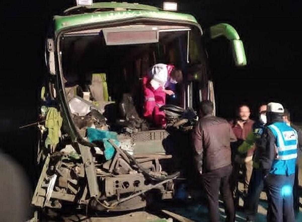 تصادف خونین اتوبوس با کامیون در جاده قدیم قم