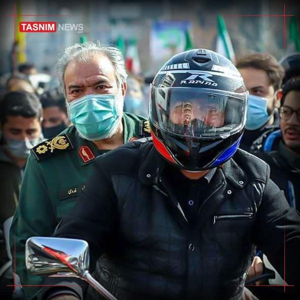 عکس: سردار فدوی در راهپیمایی موتوری ۲۲ بهمن تهران