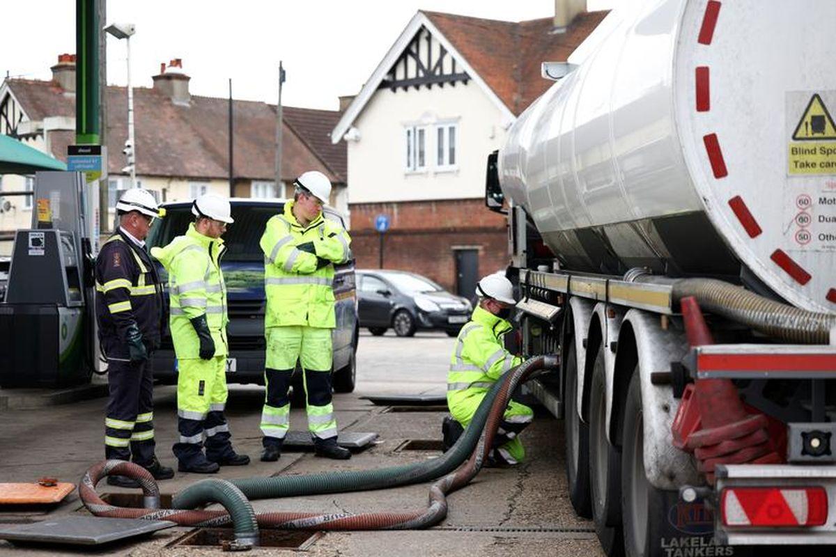 تصاویر: بحران سوخت ارتش انگلیس را به پمپ بنزین ها کشاند!