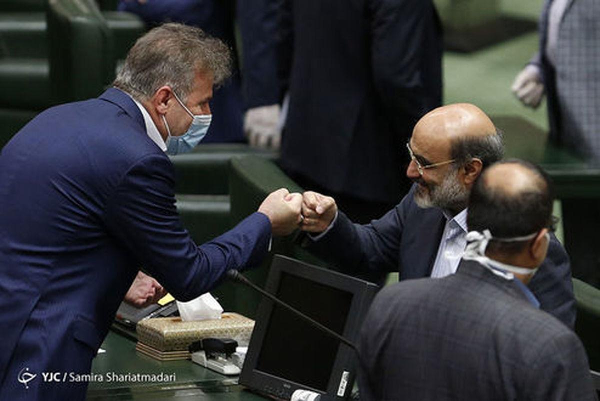 سلام کرونایی رئیس صدا و سیما در مجلس +عکس
