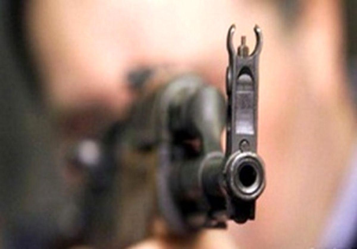 راننده پراید هدف گلوله سارقان مسلح قرار گرفت