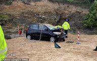 خوش شانسی گردشگران هنگام سقوط خودرو از صخره! +تصاویر