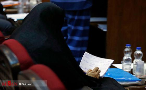 عکس: یادداشتهای شبنم نعمت زاده در دادگاه