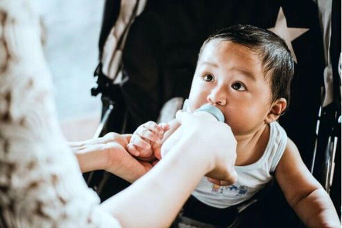 نوزادان با خوردن شیر مادر کرونا میگیرند؟