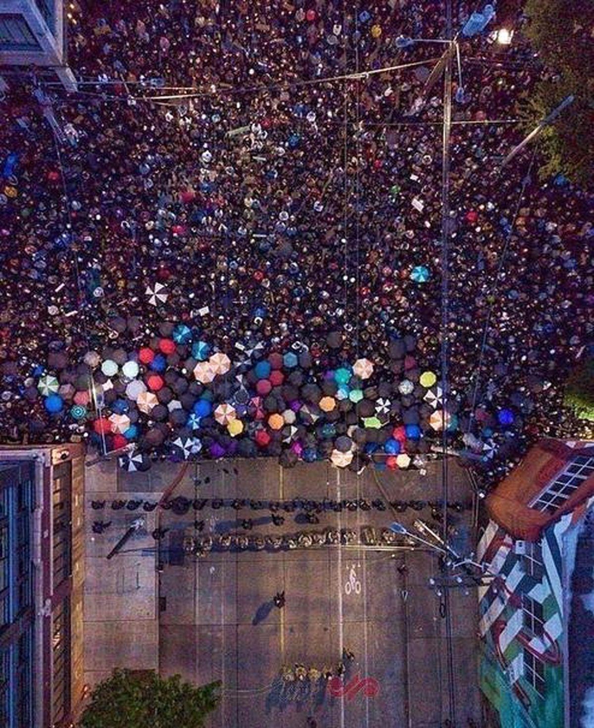 تصویر هوایی از صف معترضان و پلیس در سیاتل آمریکا