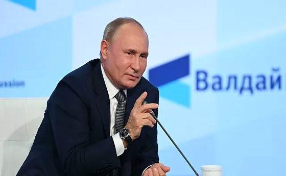 پوتین: روسیه با طالبان همکاری می کند