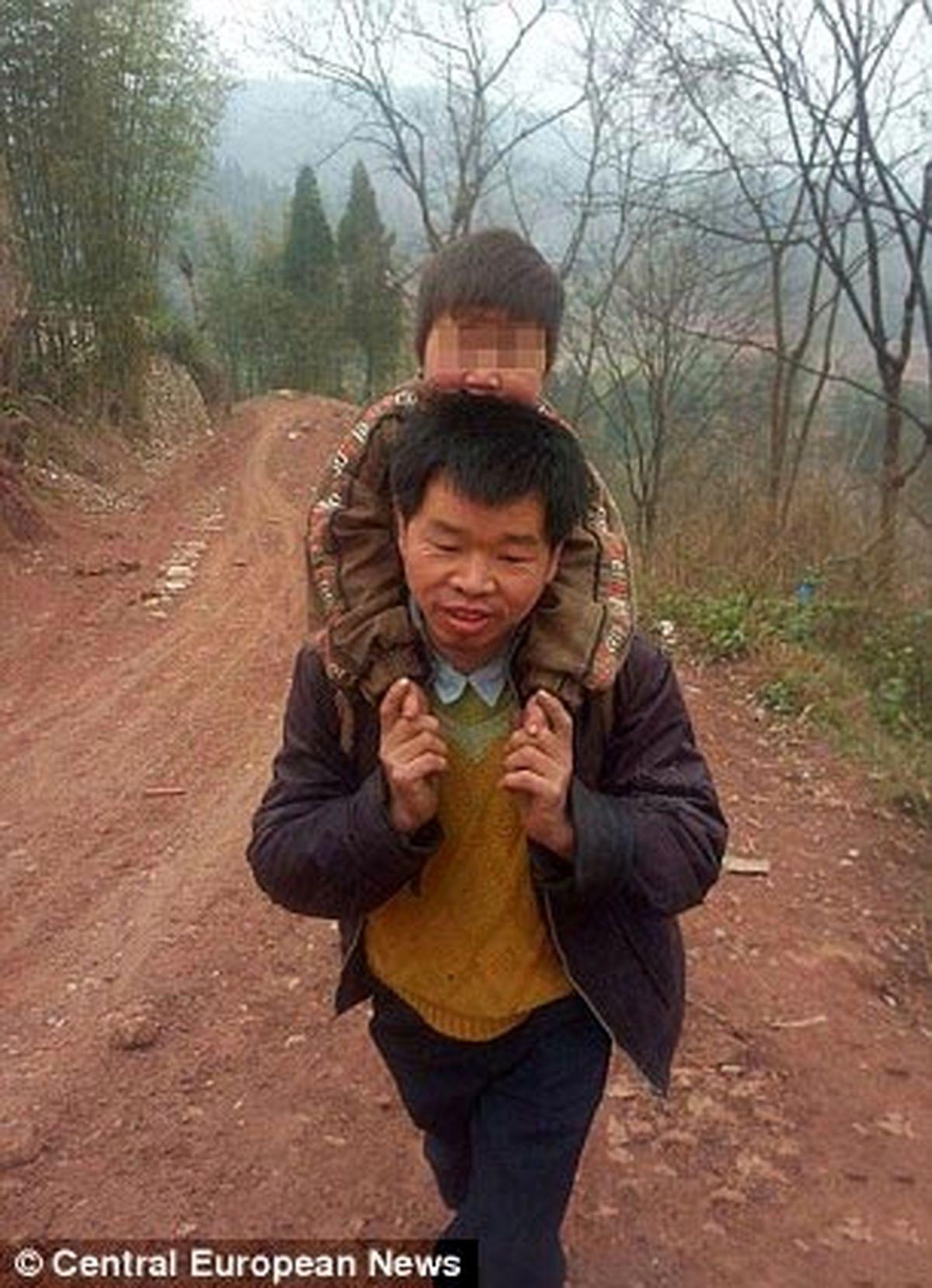 فداکارترین پدر دنیا/عکس