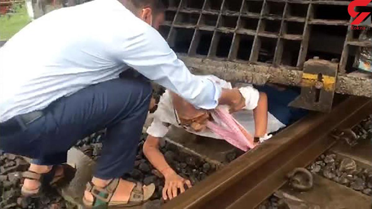 قطار از روی این پیرمرد رد شد اما زنده ماند! +عکس