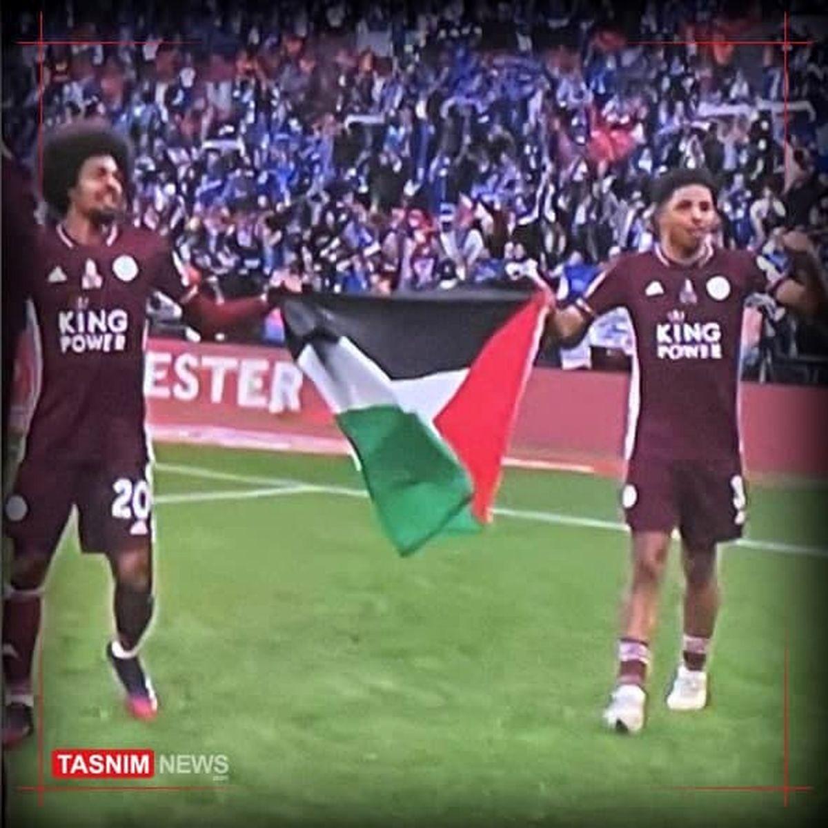 جشن قهرمانی در لندن با پرچم فلسطین +عکس