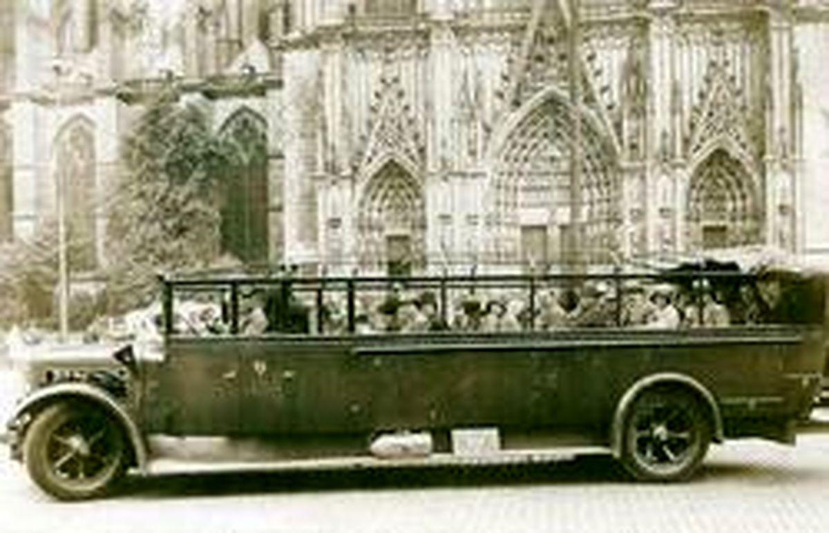 تصویر جالب از اتوبوس توریستی روباز