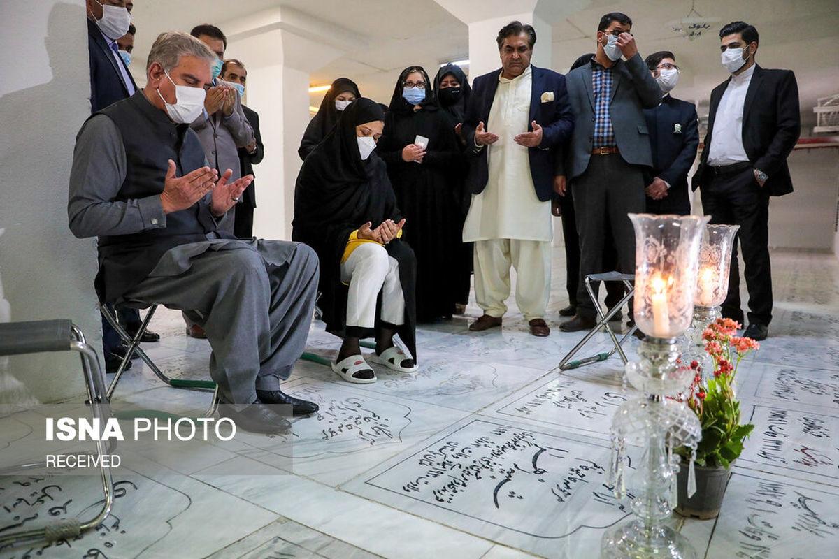 مزار مادربزرگ وزیر خارجه پاکستان در حرم رضوی +عکس