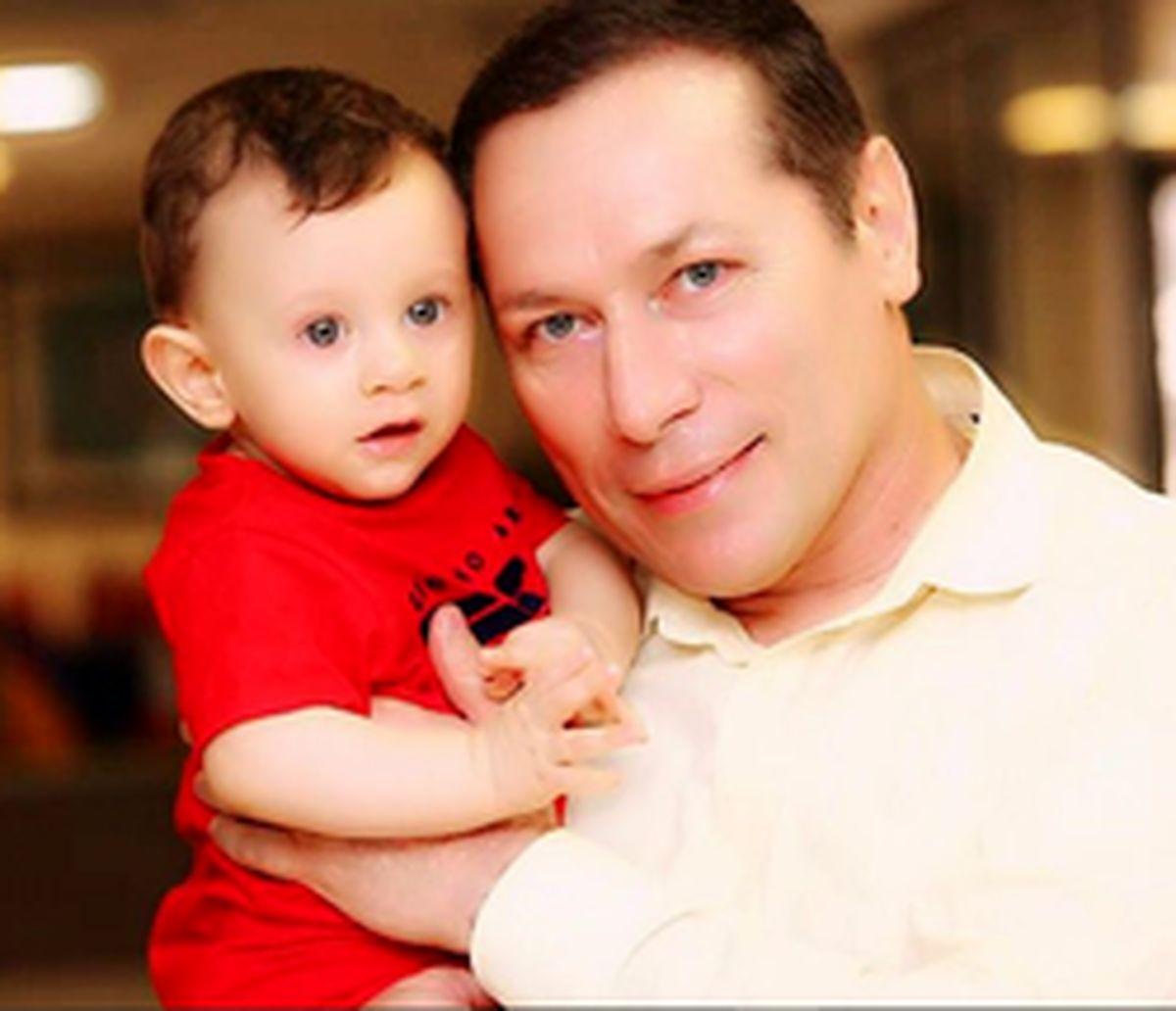 شباهت دیدنی گوینده خبر با پسرش +عکس