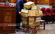 تصاویر: حجم باورنکردنی پرونده «اکبر طبری» در جلسه دادگاه