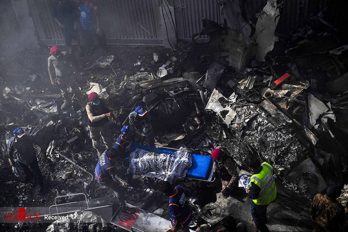 تصاویر: سقوط هواپیمای مسافربری در کراچی پاکستان