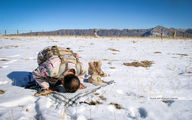 عکس: اقامه نماز روی برف لب مرز!