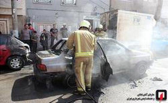 تصاویر: آتش سوزی عجیب سه خودرو در شهرری