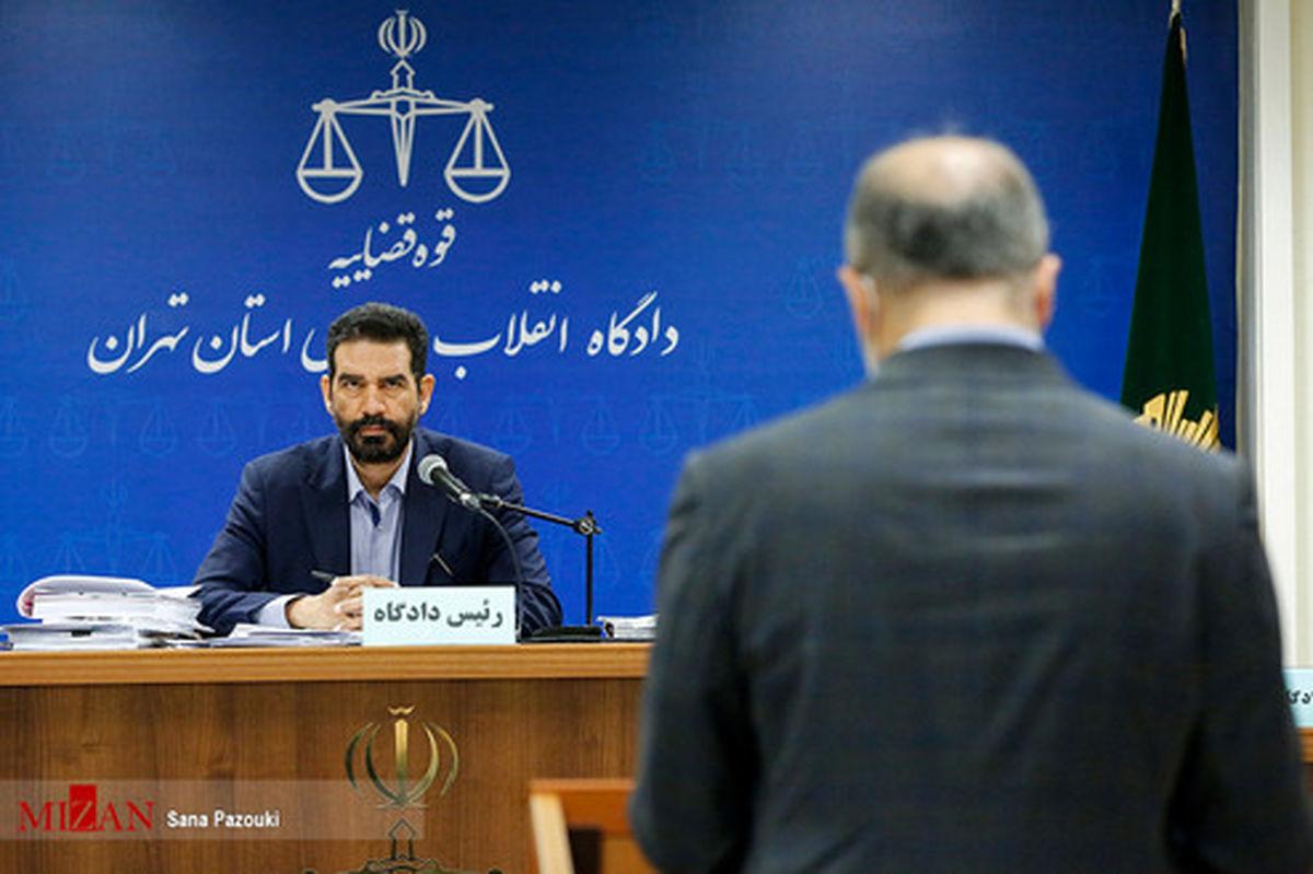 تصاویر: دادگاه مدیرعامل سابق شرکت بازرگانی پتروشیمی و ١۴ متهم دیگر