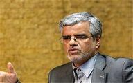 محمود صادقی: همه به نفع یک نفر کنار میرویم