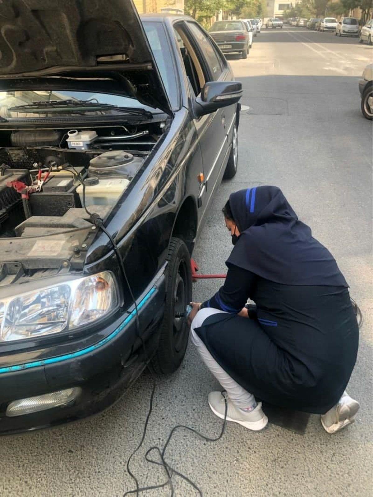 اولین مکانیک سیار زن در امدادخودروی ایران خودرو +عکس