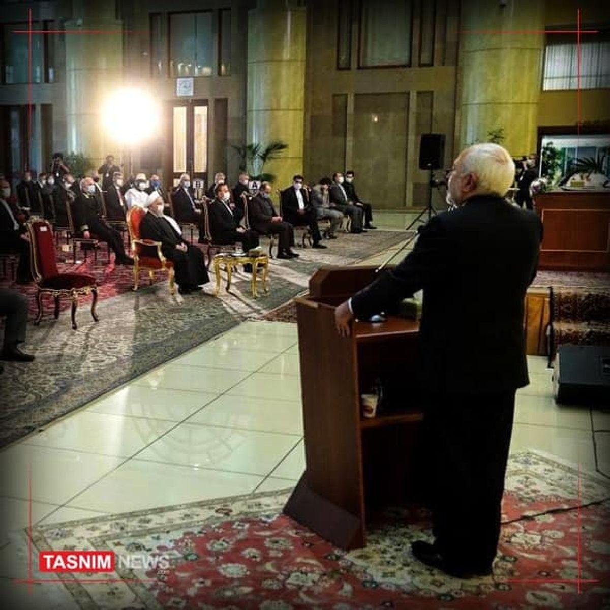 ظریف: مردم ایران در برابر جنگ اقتصادی مقابله کردند