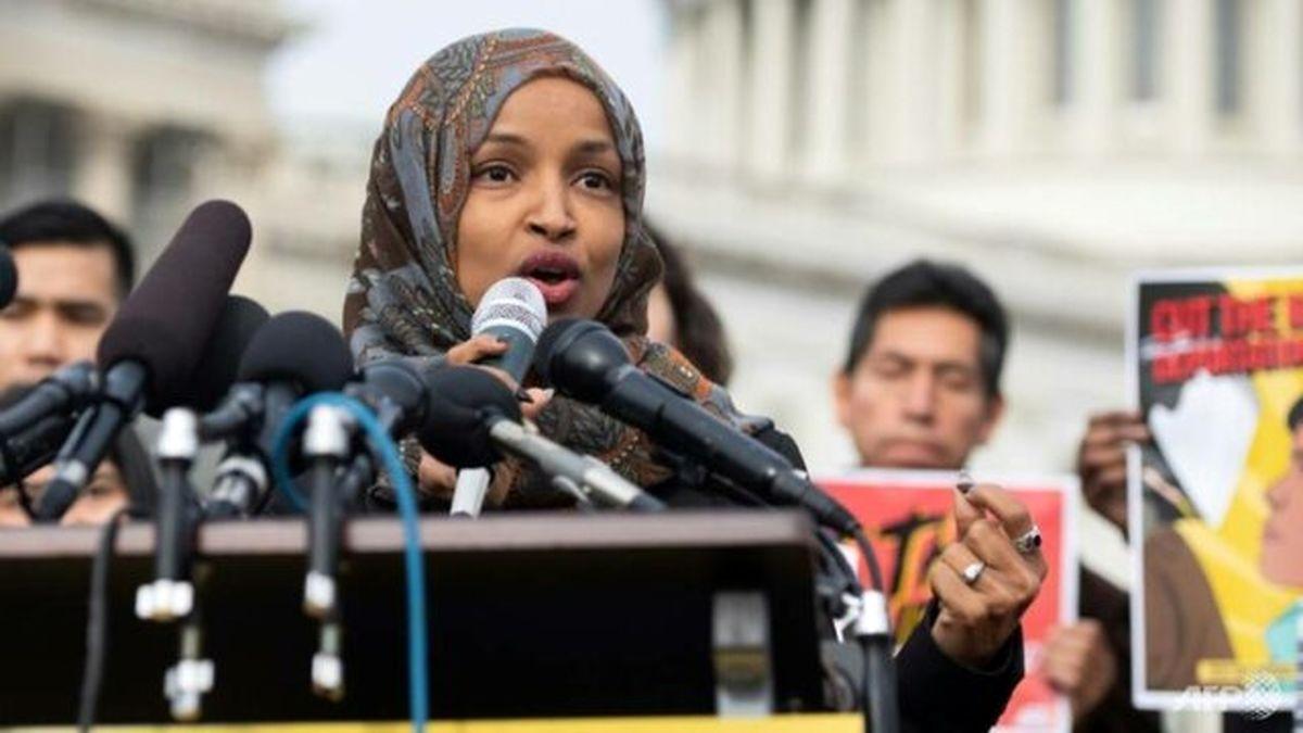 پلوسی و رهبران دموکراتها علیه نماینده زن مسلمان کنگره