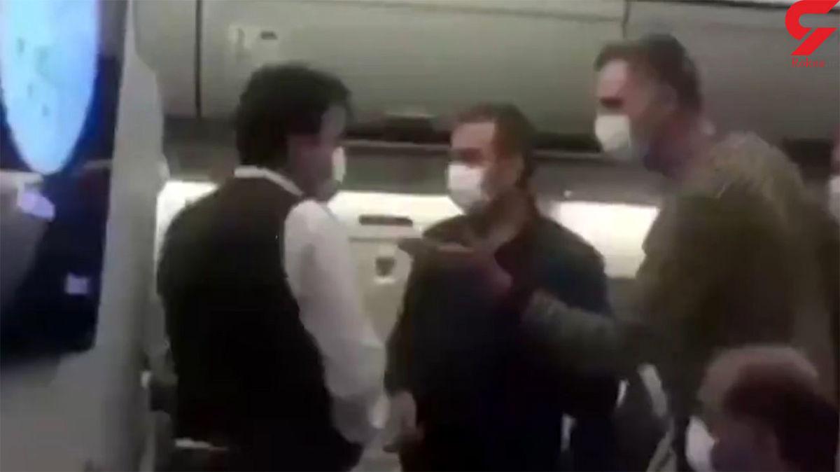 عصبانیت مسافر در هواپیمای پر از کرونا +فیلم