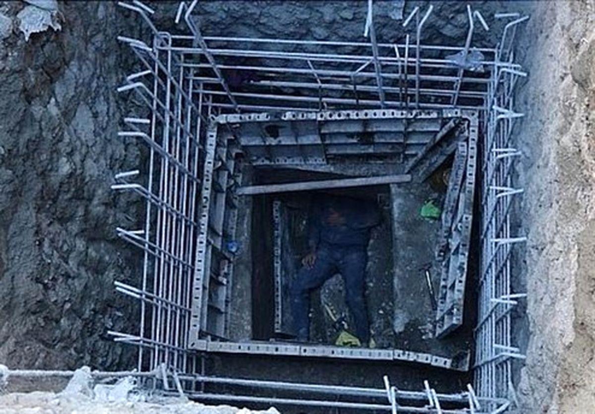 سقوط ۷ متری کارگر به گودال +تصاویر