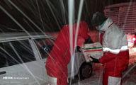 تصاویر: امداد رسانی به خودروهای گرفتار در برف گیلان