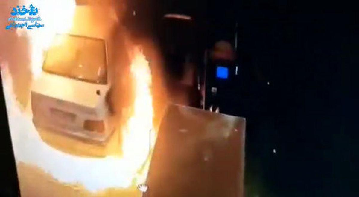 فیلم: زنگ خوردن موبایل یک پمپ بنزینی را به آتش کشید!