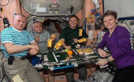 میز ناهار در فضا چطور چیده میشود؟ +عکس