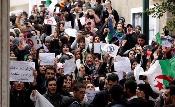 در الجزایر چه میگذرد؟ / آرامش مبهم معترضان