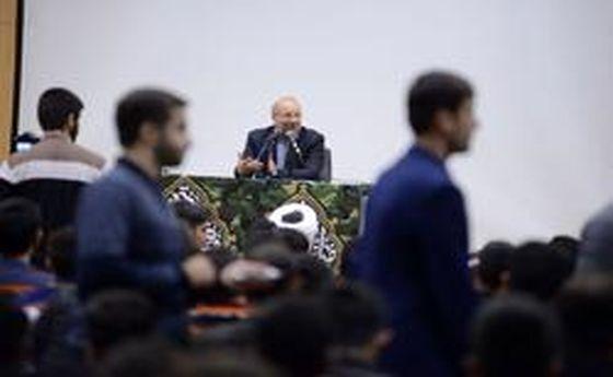 با افتخارترین دوران ایران دوران دفاع مقدس است/کارامدی تهدیدها را تبدیل به فرصت میکند
