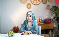 خانم مجری با چادر گلدار روی آنتن زنده تلویزیون +عکس