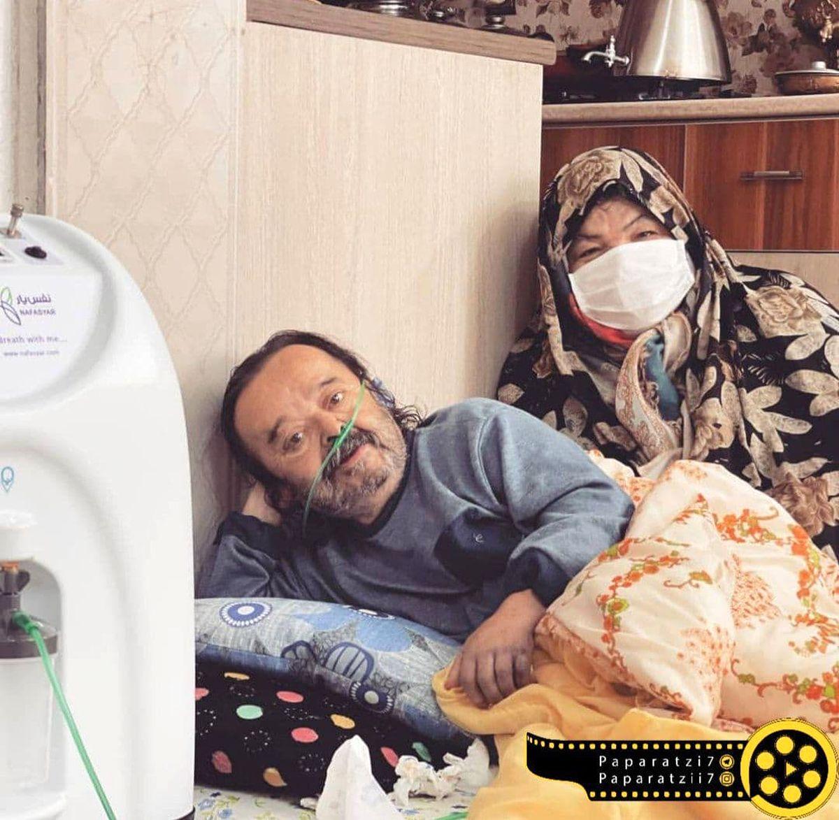 اسدالله یکتا در کنار همسرش بعد از ترخیص در خانه +عکس