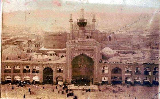 عکسی زیبا و قدیمی از حرم امام رضا (ع) در دوره ناصرالدینشاه