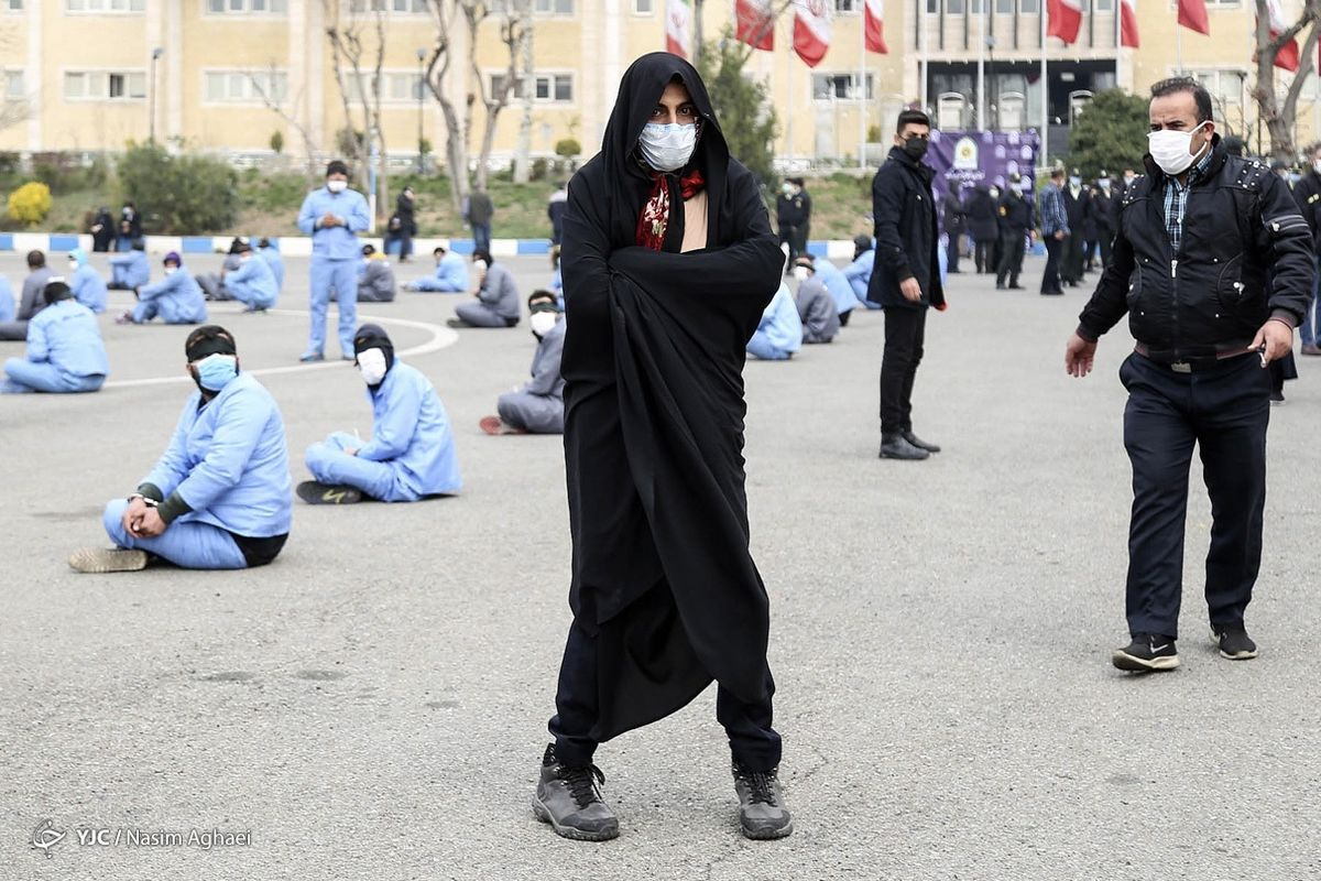 دستگیری یکی از اوباش با پوشش زنانه! +عکس