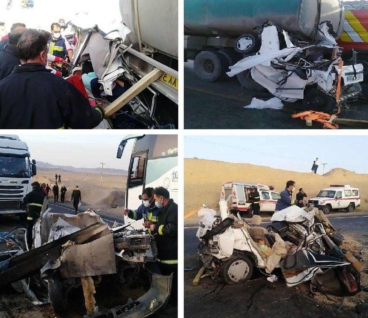 تصاویر وحشتناک از حادثه تصادف پراید با دو تریلی