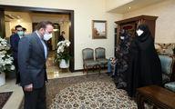 واعظی به منزل رئیس فقید بنیاد مسکن رفت +عکس