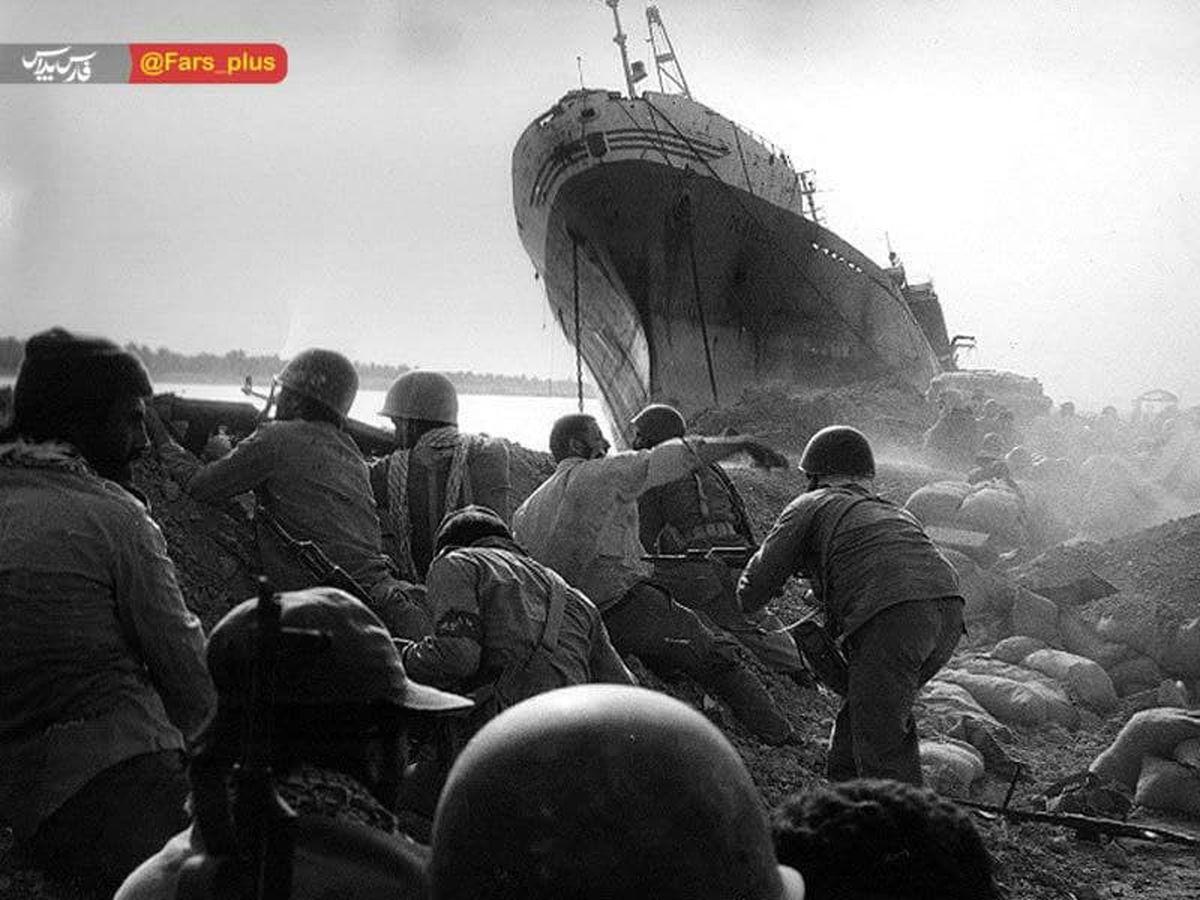 عکس باورنکردنی: عظمت یک کشتی در رود کارون!